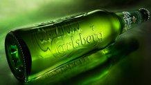 Carlsberg vrea să renunţe la ambalajul din sticlă. Producătorul va îmbutelia berea într-un carton biodegradabil