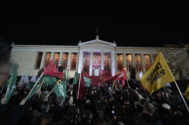 Statul elen a pierdut 15 mld. euro după alegeri ca urmare a prabuşirii acţiunilor la băncile naţionalizate