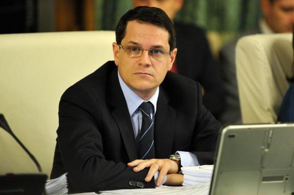 Cine este Eduard Raul Hellvig, politicianul nominalizat de Iohannis la şefia SRI