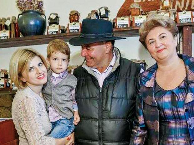 O familie din Bucovina a creat o afacere de un milion de euro inspirată din reţetele strămoşilor