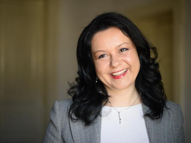 O româncă descrie cât de simplu e să ai o afacere la Londra: Înfiinţarea unei firme durează zece minute şi se face pe internet oricând