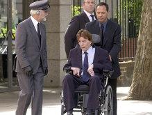 Sfârşitul unui miliardar – a murit după 30 de ani în care a stat paralizat, orb, fără o ureche şi renegat de familie