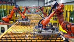590 răman fără loc de muncă după ce a fost deschisa prima fabrică operată doar de roboţi din China