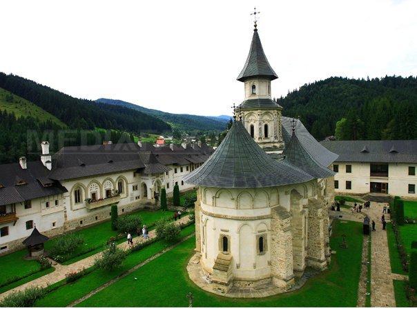 Corina Creţu: Proiectul de reabilitare a Mănăstirii Putna va fi finalizat în octombrie
