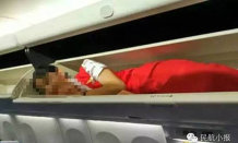 Stewardese închise în compartimentul de bagaje de mână. Acest lucru face parte dintr-un ritual bizar al angajaţilor unei companii aeriene