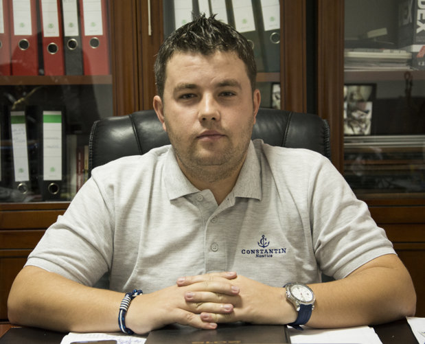 Un tânăr din Bucureşti vinde brăţări de 40.000 de euro pe lună. Are magazine în Anglia, Germania şi chiar şi în Australia