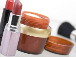Românii cheltuie 3,5 mld. lei pe cosmetice şi parfumuri