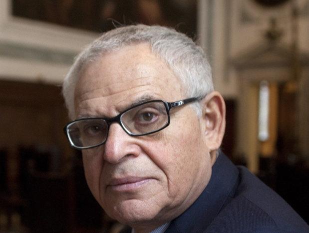 Un român câştigă milioane de dolari din sfaturile pe care le dă liderilor lumii. Chiar şi Dalai Lama l-a vizitat pentru a-i cere sfaturi