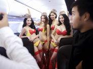 Stewardesele în bikini au transformat-o în prima miliardară din Vietnam - GALERIE FOTO