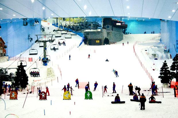 Primul mall din România cu o pârtie de schi în interior. Cum funcţionează pârtia - VIDEO