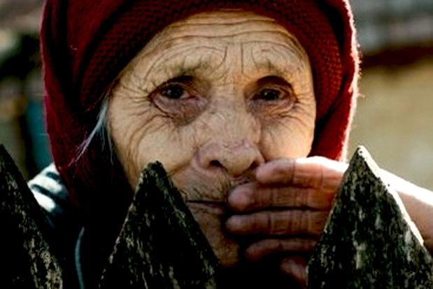 ANAF loveşte crunt! A blocat conturile unei bătrâne de 83 de ani care vinde pătrunjel