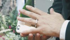 Un bărbat a dus dragostea pentru telefonul lui la extrem şi s-a căsătorit cu acesta la Las Vegas