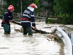 PMB: 68 de străzi şi mai multe subsoluri au fost inundate în Bucureşti