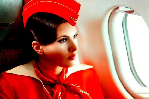 Stewardesele acestei companii aeriane sunt aduse la munca cu maşini de lux, primesc locuinţe gratuite şi au multe alte avantaje neobişnuite - GALERIE FOTO