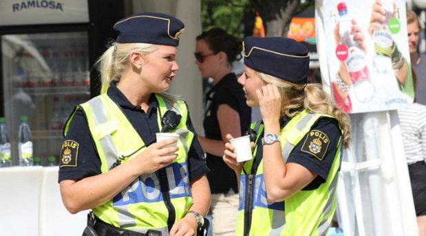 """O poliţistă din România a plecat să fie studentă în Suedia.""""Am realizat că diplomele nu valorează nimic pe piaţa muncii din România"""""""
