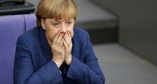 """""""Merkel ne distruge ţara!"""" Germanii nu vor să mai accepte politica """"uşii deschise"""" pentru imigranţi"""