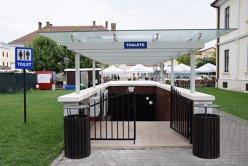 """Toaleta publică de 370.000 de euro din România, devenită obiectiv turistic. """"Am vrut să punem în valoare zidul medieval"""""""