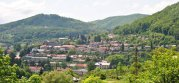 Motivul pentru care un om de afaceri din România vinde un bloc cu patru etaje cu 13.000 de euro