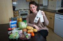 O mamă dezvăluie trucurile care o ajută să hrănească o familie de cinci persoane cu doar 200 de lei pe săptămână