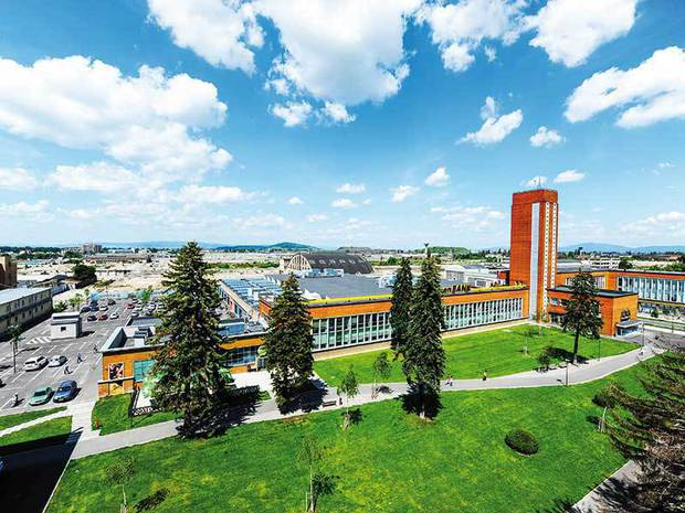 Pe timpul lui Ceauşescu trimitea tractoare în toată Europa. Ce se află acum pe spaţiul vechii fabrici unde lucrau 23.000 de oameni