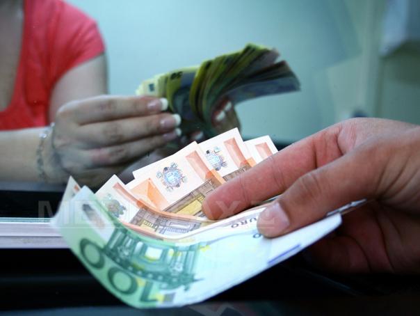 Curs BNR: Leul creşte faţă de euro şi depreciază faţă de dolarul american