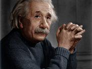 Ghicitoarea scrisă de Albert Einstein, pe vremea când era copil. Se spune că doar 2% dintre oameni o pot rezolva