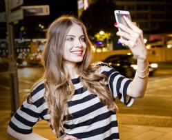 Selfie, recunoscut drept o tulburare mintală. Când suferi de SELFITIS