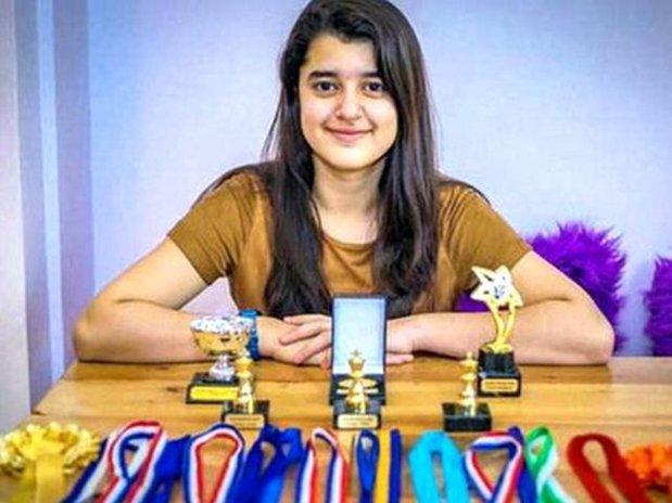 O elevă de 11 ani a luat scorul maxim de IQ. I-a depăşit pe Stephen Hawking şi Albert Einstein - VIDEO