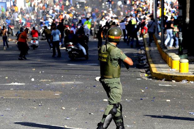 PROTESTE masive în Venezuela: Peste 200.000 de persoane au ieşit pe străzi, în cea de-a 50-a zi, împotriva preşedintelui Nicolas Maduro