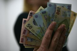 GFK - Românii cumpără mai scump şi mai puţin