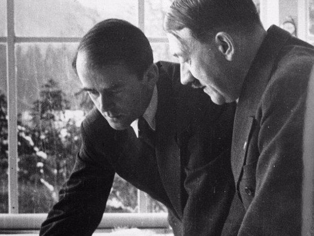 """Povestea """"nazistului cel bun"""", singurul prieten al lui Hitler. Cum a reuşit să scape de spânzurătoare şi să strângă o avere"""