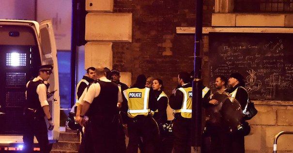 LONDRA: Un bărbat a murit, iar opt persoane au fost rănite după ce o autoutilitară a intrat în pietoni
