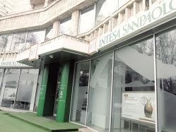 Intesa vrea să închidă 600 de filiale şi să taie 3.900 de locuri de muncă pe fondul acordului bancar