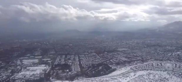 VIDEO | Ninsori rare, cele mai puternice din ultimii 10 ani, au căzut peste Santiago. O persoană şi-a pierdut viaţa, iar alte două au fost rănite, în capitala statului Chile