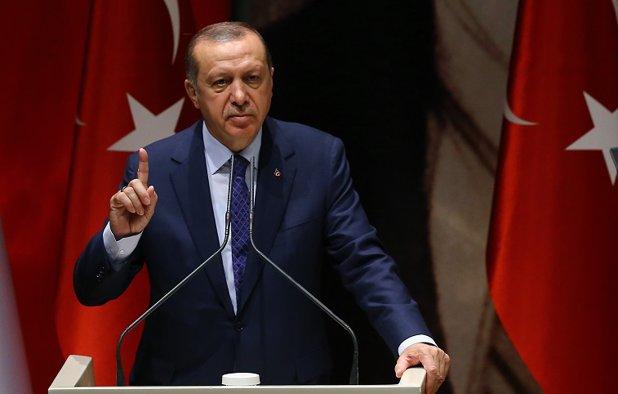 """Preşedintele Turciei ameninţă că va """"tăia capul trădătorilor"""", la un an după tentativa eşuată de lovitură de stat. Erdogan, dispus să aprobe reintroducerea pedepsei capitale"""