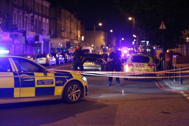 """Adolescent, inculpat după mai multe atacuri cu acid, comise joi noapte la Londra. Mai multe persoane, la spital, cu răni """"cauzatoare de traume pe viaţă"""""""