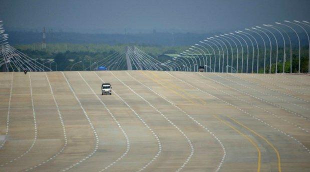 """Aşa este?! """"Nu, nu autostrăzile duc la creştere economică a României.Mesaj către toţi cei care spun că investiţia în autostrăzi duce la dezvoltare: gândiţi la fel ca Ceauşescu """""""