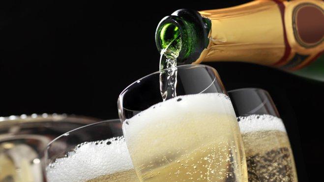 Un vin spumant vândut la Lidl cu 40 lei, clasat printre cele mai bune din lume