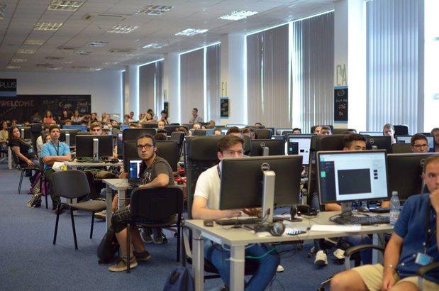 Şcoală gratuită de programare ACADEMY+PLUS se deschide la Bucureşti cu 120 de locuri disponbile