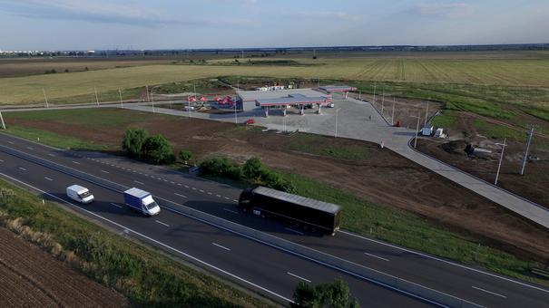 Vezi cum arată cea mai mare benzinărie din ţară, realizată în mai puţin de un an