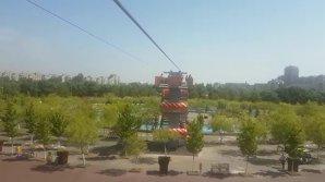 VIDEO | Cea mai lungă tiroliană din Capitală a fost inaugurată în parcul Orăşelul Copiilor