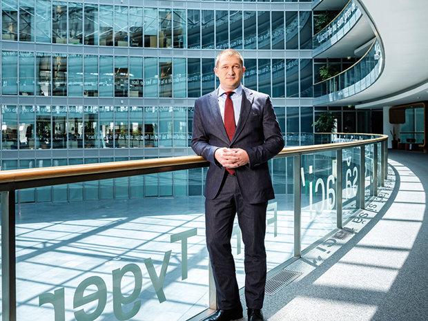 La 35 de ani, are un rol important în menţinerea poziţiei de lider de piaţă a uneia dintre cele mai mari companii din România