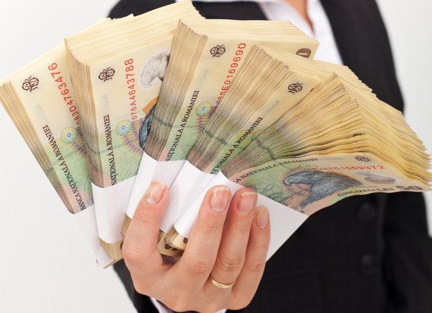 În iulie, câştigul salarial mediu nominal net a fost de 2391 lei, cu 11 lei mai mult decât în iunie