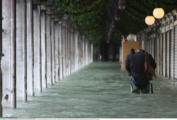 """6 morţi în urma inundaţiilor, în ITALIA. Primar: """"Situaţia e dramatică"""" / MAE a emis atenţionare de călătorie pentru nordul şi centrul Italiei/ Numerele de telefon la care românii pot solicita asistenţă consulară"""