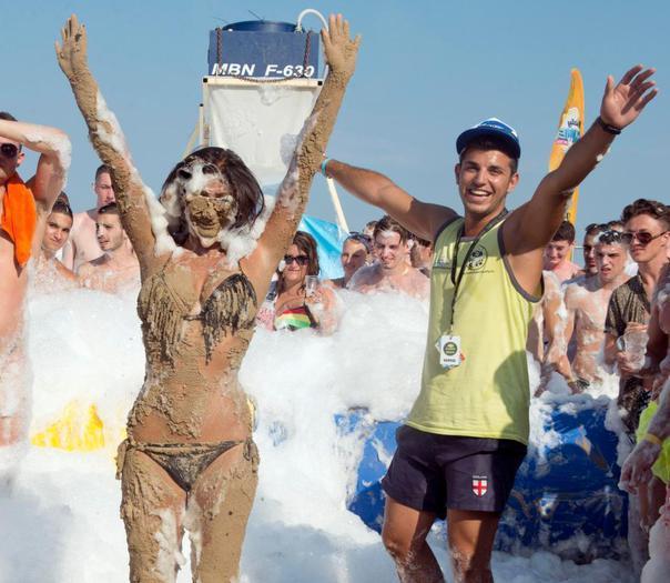 După Ibiza, litoralul Mării Negre, noua atracţie pentru englezi. Alcool şi expunere indecentă la cote maxime