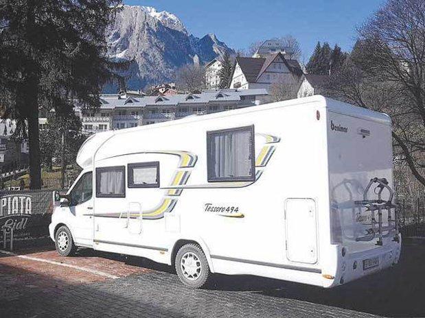 Metoda absolut genială prin care această familie face 300.000 de euro pe an cu un garaj