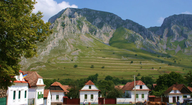 Satul din Transilvania unde soarele răsare de două ori