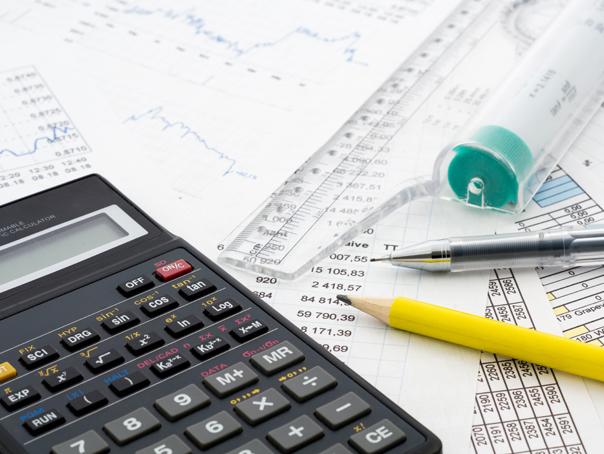 Banca ce deschide gratuit clienţilor conturi pentru plata defalcată TVA