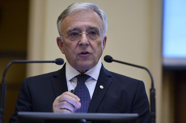 Isărescu: Costul litigiilor se reflectă în dobânzi şi sunt suportate de clienţi şi de bănci