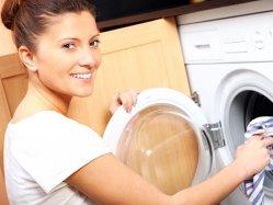 Româncele dedică treburilor casnice peste 10 ore săptămânal, în timp ce bărbaţii doar între 2 şi 4 ore
